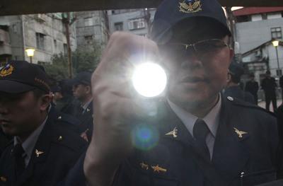 台北文林苑拆迁功令失踪当,6名差人遭惩处。图片来历:台湾今ri新闻网