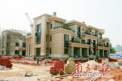 现在,石竹山水园主要销售的是303—755平方米的联排,双拼,独栋别墅