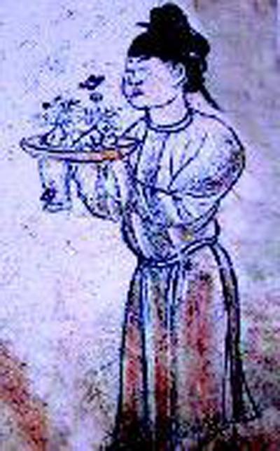 章怀太子墓的 仕女图 ,专家认为她手上捧着的是插着花朵的 酥