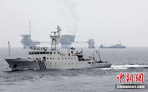 图为中国海监船在海上进行执法航行。中新社发南海摄