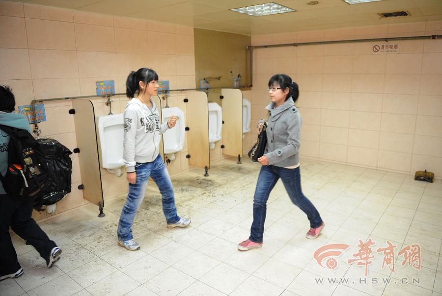 呼吁增加女厕位