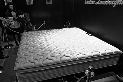 """7万元一张的波斯手工地毯,99万元一张的""""蒙特利尔""""床垫…&"""