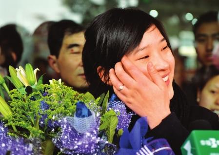 资阳小伙张峰追美女乘务员廖丹两月坐车50趟终成功