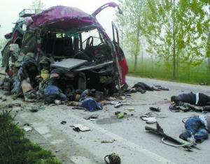 网友发布的车祸现场图.