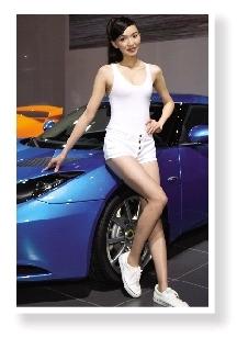 兰博基尼汽车展台上的车模 ic高清图片