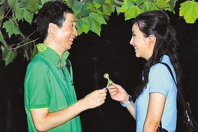 """电视剧《剩男相亲记》""""相亲""""叫板节目历史v节目中的邓小平电视剧图片"""