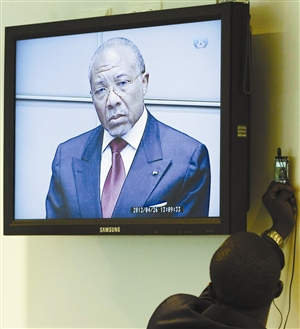 """利比里亚前总统以武器换取""""滴血钻石"""" 被判有罪"""