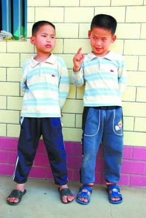 巴黎小父母走秀双胞胎情趣为其盛产别有情趣山村取名t台河源图片