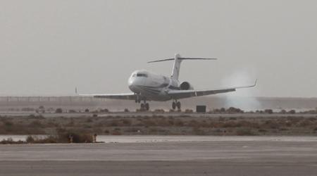arj21-700飞机102架机就在嘉峪关机场