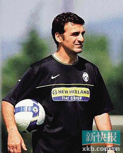 助理教练马西米利亚诺·马达洛尼(massimiliano maddaloni)图片