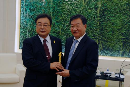 今天上午,商务部副部长姜增伟在京会见了亚洲台湾商会联合总会会长