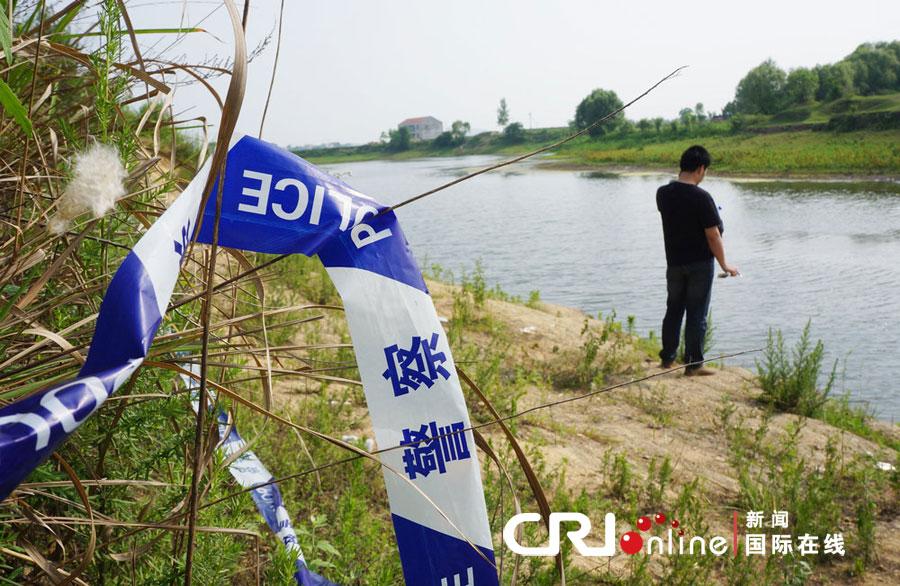 2012年05月28日,湖北省孝感市,孩子出事被淹没的河岸。 图片来源:cfp
