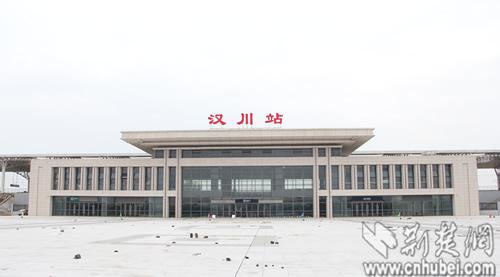 汉川火车站静候通车
