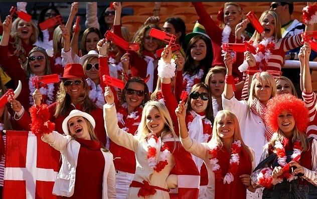 欧洲杯乱花渐欲迷人眼 16国美女球迷成场外最