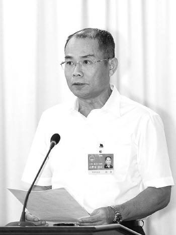 ◆符戆:  1956年出生,海南昌江人,历任海口警备区司令员,海南省军区副参谋长,海南省人民防空办公室副主任等职。
