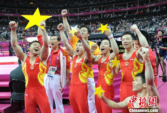 """中国体操男团零失误夺金,组""""五星""""献祖国 。"""