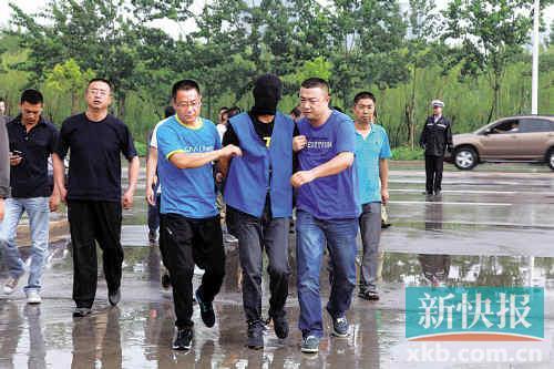 """■宁夏""""531""""枪杀抢劫案犯被捕.中广网/供图-主犯刚出狱又去抢银行"""