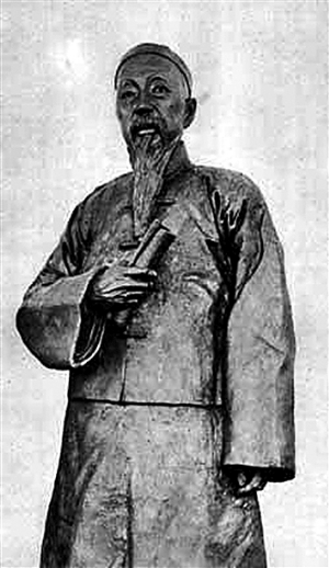 李平书(1854-1927年)曾任城厢内外总工程局总董,是上海地方自治的标志、象征和缔造者。(左图)