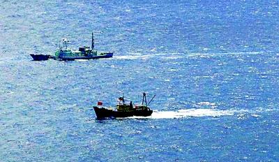 附近海域,香港保钓船遭日方舰船监视.-登上钓鱼岛图片
