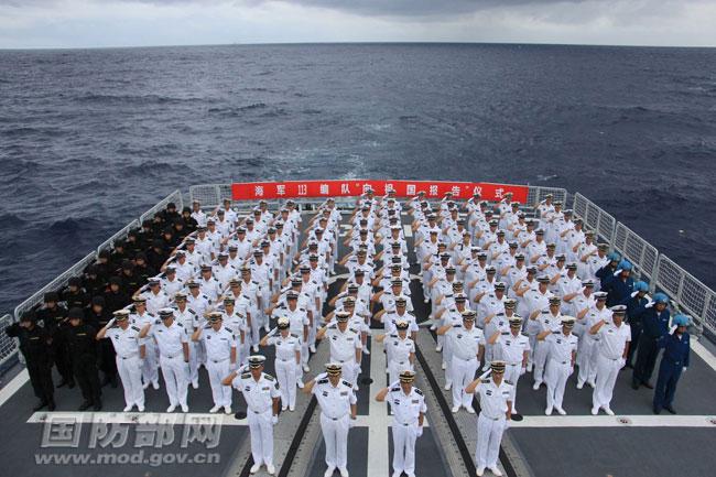 手绘海军官兵敬礼