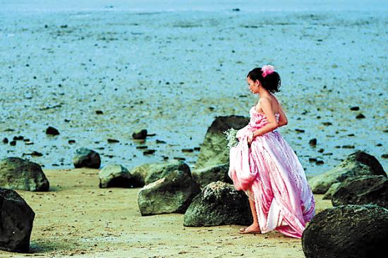 湛江市区海边滩涂,成了浪漫的胜地 高清图片