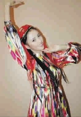 跳新疆舞的佟丽娅图片