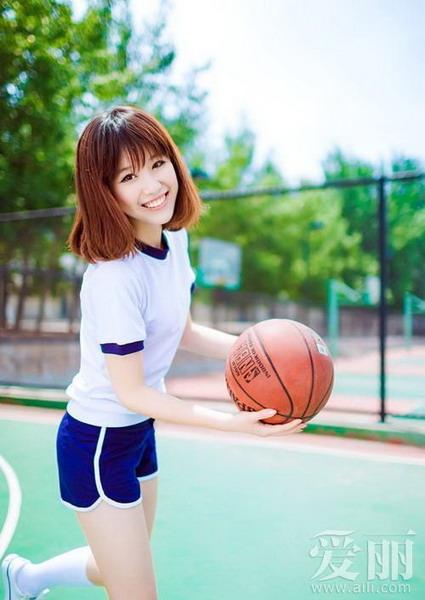 但是那些活动在篮球场上的女生一定会