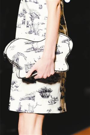 黑白动物手绘金属包