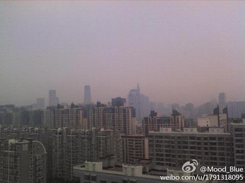 5日清晨,北京天气阴沉.(图片来源:新浪微博)-北京白天阴有阵