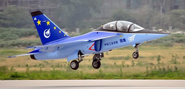 l15飞机是中航工业洪都自主研制的新一代双发超音速高级教练机.