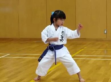 一位日本5岁小萝莉走红网络