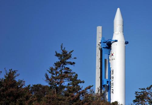 """韩""""罗老""""号火箭因上端推进力控制器异常取消发射"""