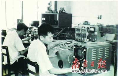 学校成功研制中国第一台俄汉自动翻译电子计算机。