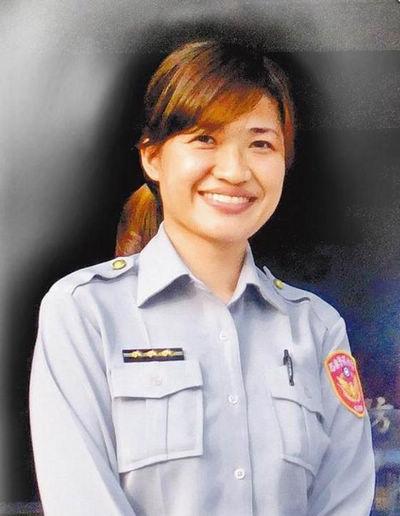 吉丽娜朱莉的女警员.图片来源:台湾《苹果日报》-台湾 毒虫 着迷