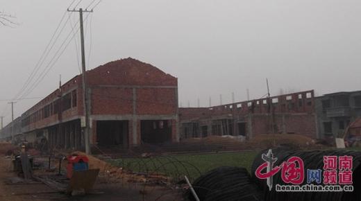 南平舆 无证 水泥畅销三年 大量用于当地新型社区建设图片