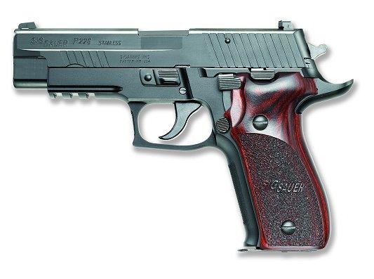 """9毫米口径""""西格·绍尔""""(Sig Sauer)手枪(资料图片)"""
