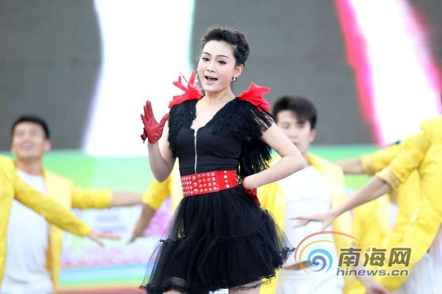 歌舞串烧《月亮代表我的心》-高清 海南岛欢乐节欢乐盛典 中外歌手放