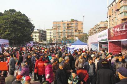 自贡荣县两万人逛巡展一天买走14简谱小学视唱台车图片