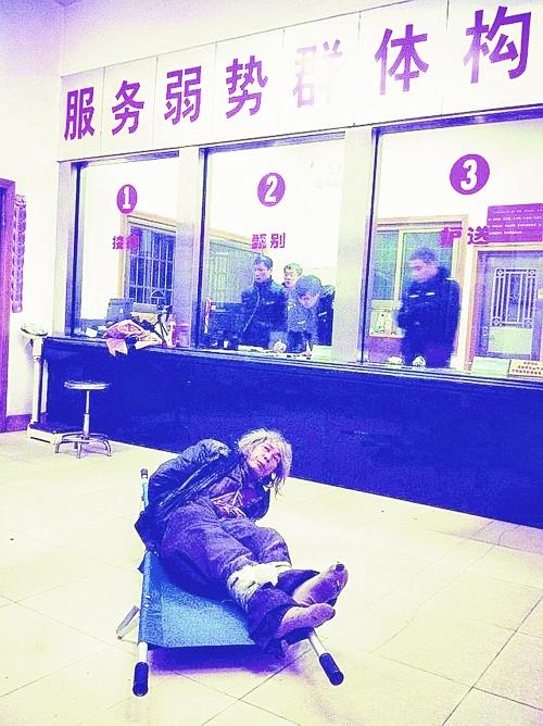 记者扮聋哑人暗访救助站竟遭围殴