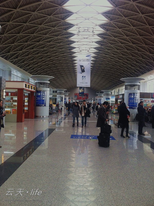 """成都机场""""赞一个"""":旅客自述航班延误经历"""