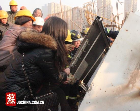 江苏淮安一在建工地塔吊坍塌造成两人死亡