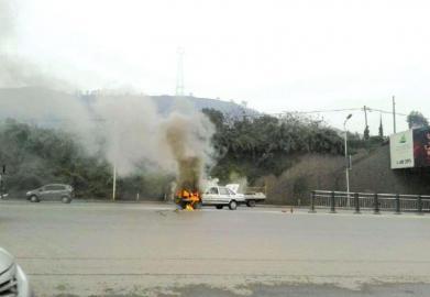 教练车自燃。(图据网络)