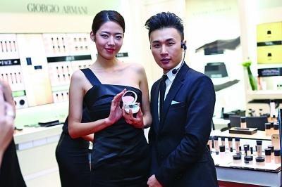 阿玛尼南京金鹰美妆专柜首发2013美妆图片