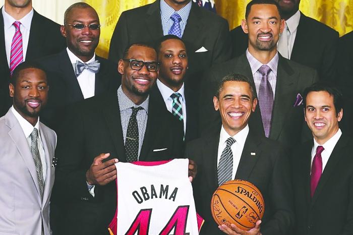 美国总统奥巴马日前在白宫接见了夺得上赛季nba总冠军的迈阿密热队.