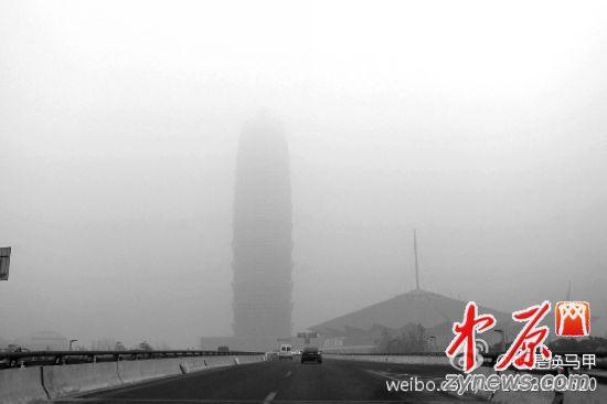 雾霾侵袭郑州今日严重污染 市民尽量减少外出