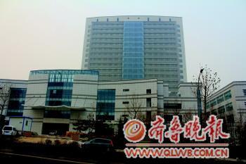 已经竣工的山东大学齐鲁医院青岛院区一期大楼. 吕璐 摄-齐鲁医院青图片