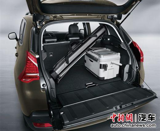 东风标致3008 3段式空间可调行李厢在下尾门开启时可得到两种不同的储