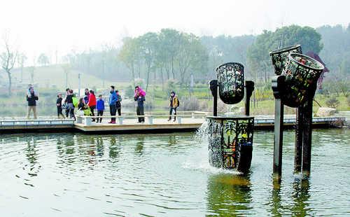 芜湖雕塑公园成为节日休闲新去处