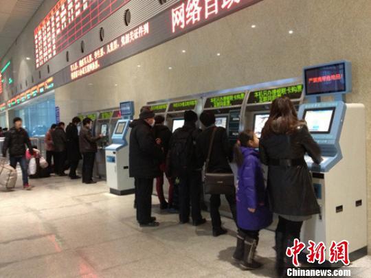 火车站售票大厅现 冷清 春运故事感动人