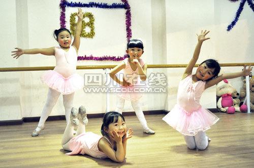 外国小孩跳舞素材